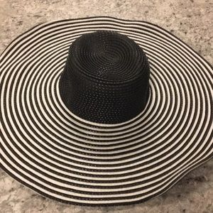 Hat woman's derby, Black and white, Never worn